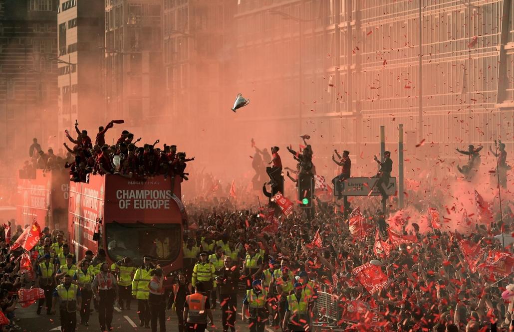 nagyítás afp.19.06.02. Liverpool, foci, szurkolók, öröm