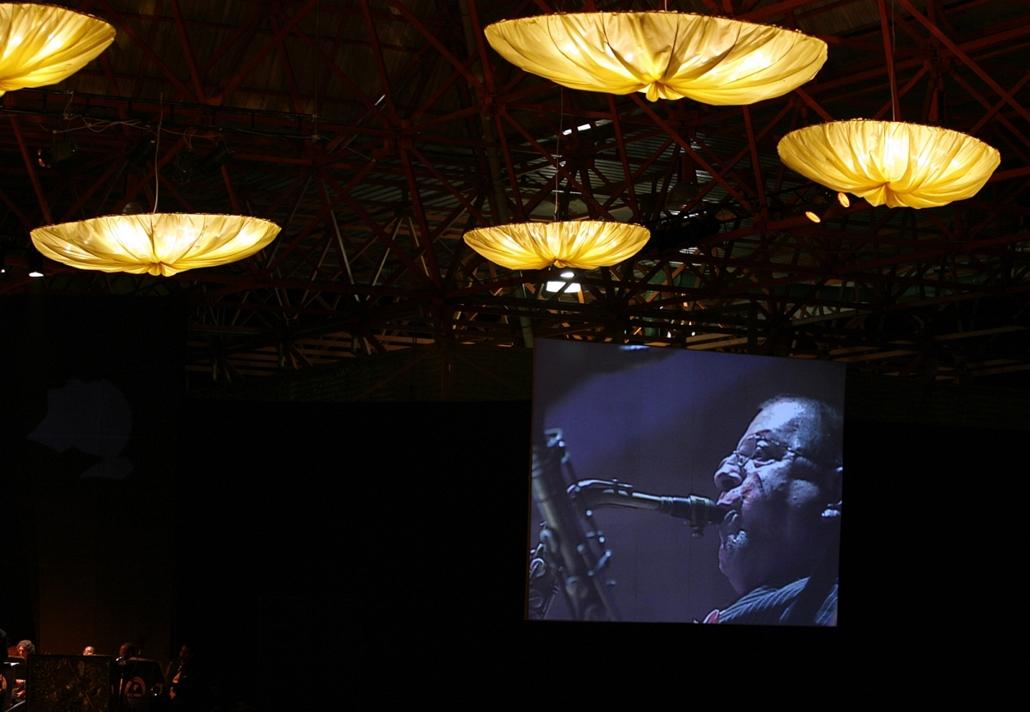a zene világnapja nagyítás - Zenészek Kubában