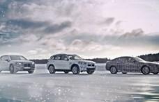 Hivatalos fotókon a BMW három új villanyautója – retteghet a Tesla?