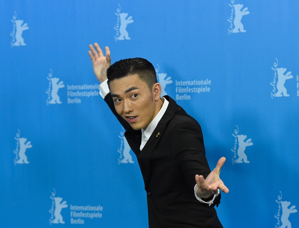 afp. 66. Berlini Nemzetközi Filmfesztiválon, Berlinale 2016 - Chinese actor Wu Lipeng poses during a photo call for the film Crosscurrent (Chang Jiang Tu) in competition at the 66th Berlinale Film Festival in Berlin on February 15, 2016.