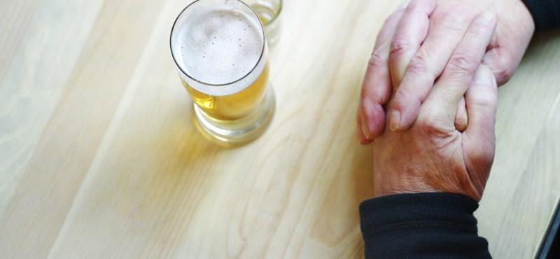 Meghökkentő felmérés a munkahelyi alkoholfogyasztásról, tudja, kik a legnagyobb piások?