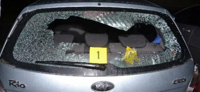 Részegen még jó ötletnek tűnt betörni az autó hátsó szélvédőjét, józanon már kevésbé