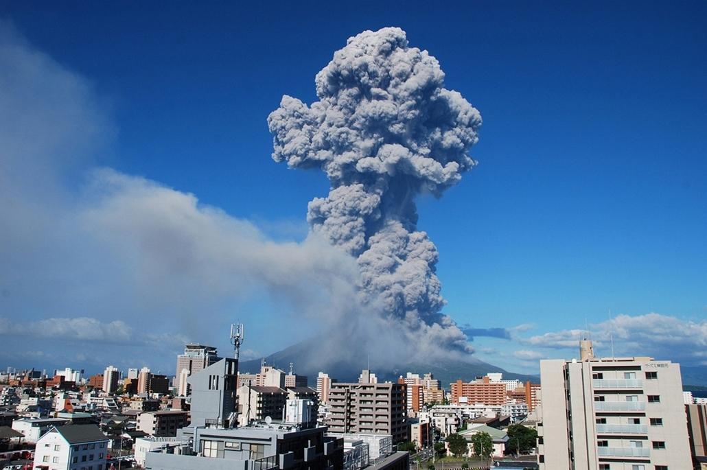 Kagoshima, Japán: 2013. augusztus 18-án lépett működésbe az 1.117 méter magas Sakurajima vulkán - vulkán, vzulkánkitörés,
