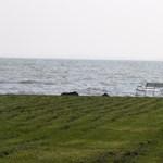 Százmilliókért bontanák el az illegális balatoni horgászstégeket