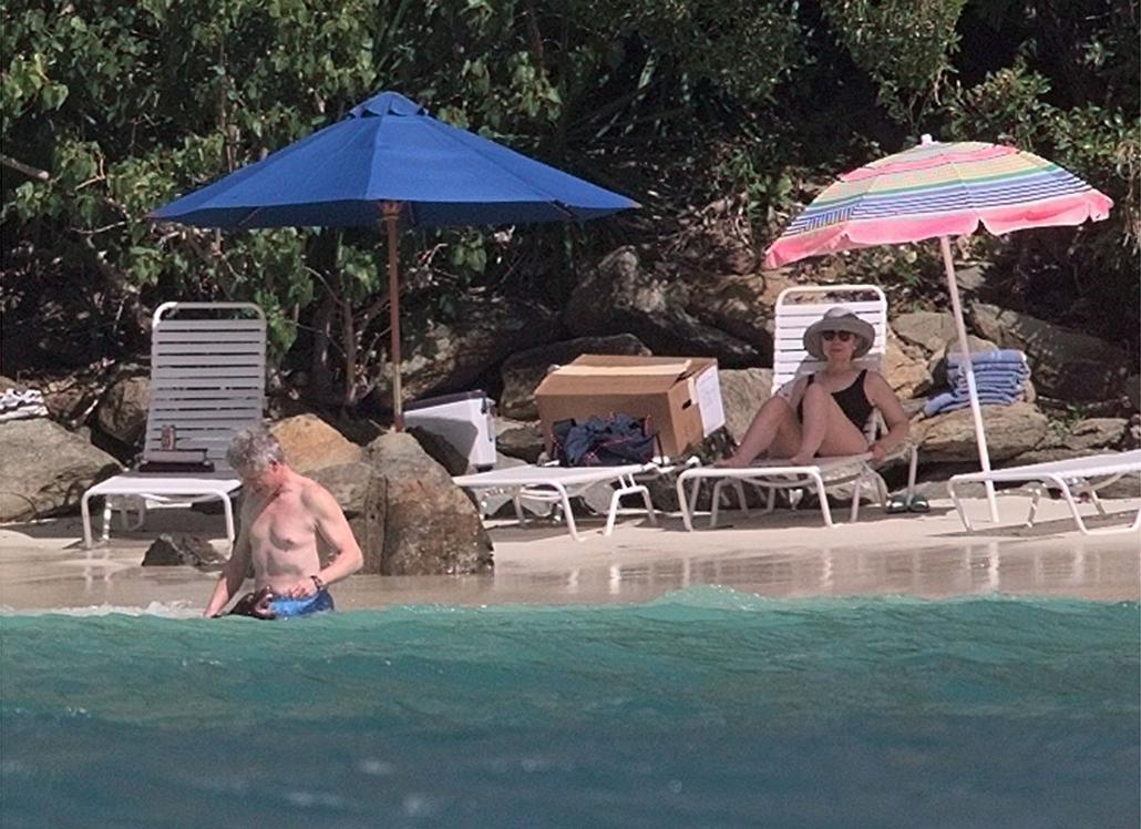 1998.01.04 - Megan Bay, Virgin-szigetek - Bill és Hillary Clinton nyaralása -  - CLNTNAGY