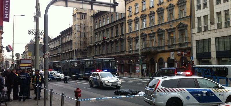 A rendőrséget perli a hotelből kiugrott férfi családja