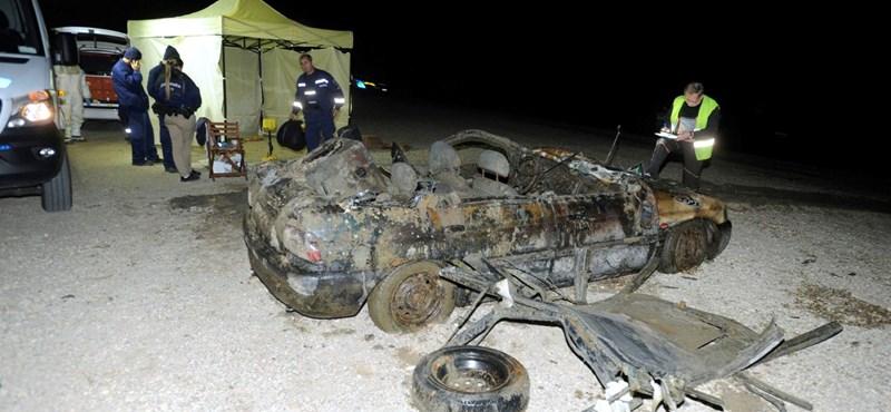 Így néz ki a Dunából kiemelt autóroncs, amelyben emberi maradványokat találtak - fotók