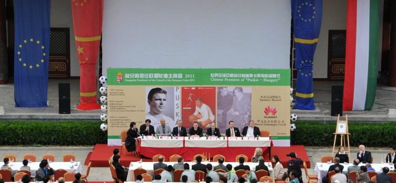 Fotó: Puskás Ferencre még Pekingben is emlékeznek