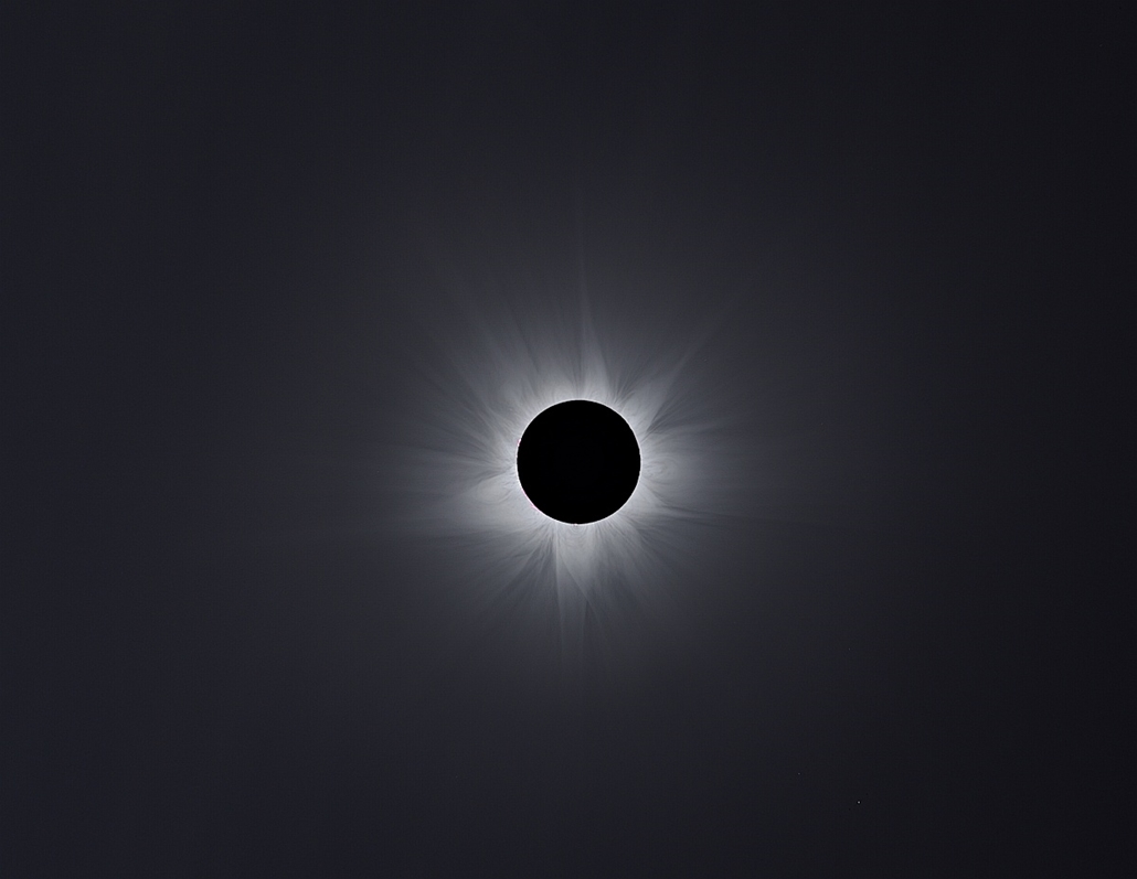 ''Our Solar System'' kategória, 1. helyezett: Corona Composite of 2012. - Brit Királyi Obszervatórium, Astronomy Photographer of the Year 2013.