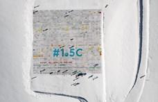 Svájci gleccseren rakták ki a világ legnagyobb képeslapját