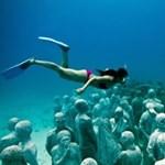 Több száz ember tekinthető meg a víz alatt - videók