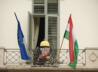 Szigorították a képviselők bejárását a Sándor-palotába, mobilt sem vihetnek be