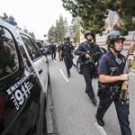 Így védekeztek a kaliforniai lövöldözés alatt a diákok: fotók