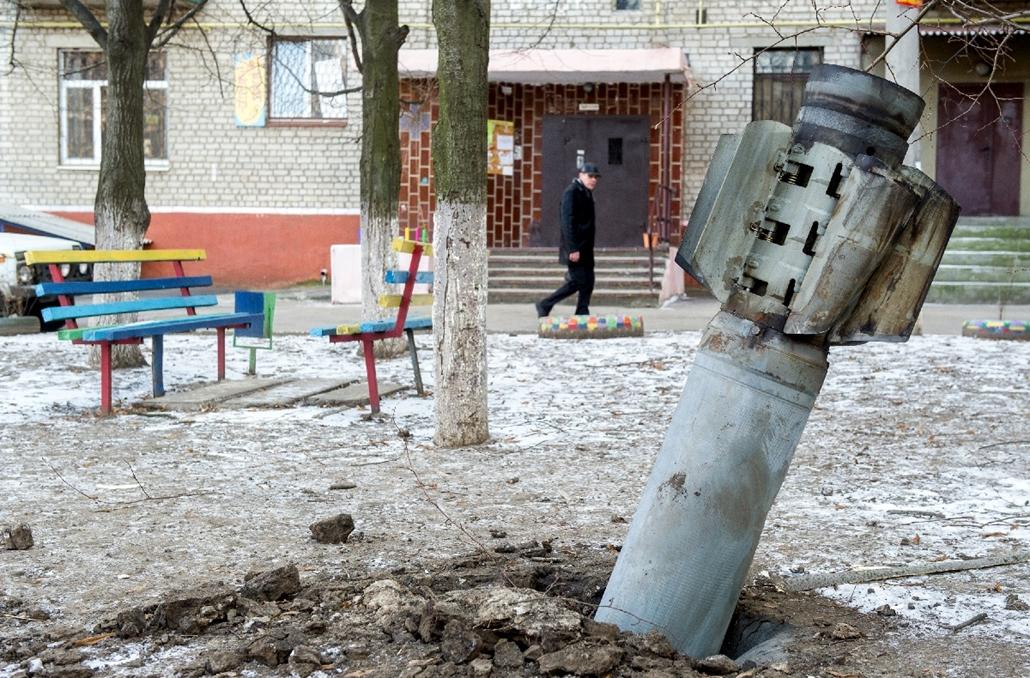 afp.15.02.11. - Kramatorsk, Ukrajna: Fel nem robbant rakéta Kramatorszk városában. - 7képei