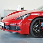 Miért van kipufogó egy elektromos Porschén? – Interjú Varga Péterrel, a Porsche vezető dizájnerével