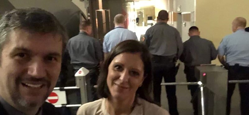 Szél szerint karbantartásra hivatkozva zárták le előlük az MTVA folyosóit