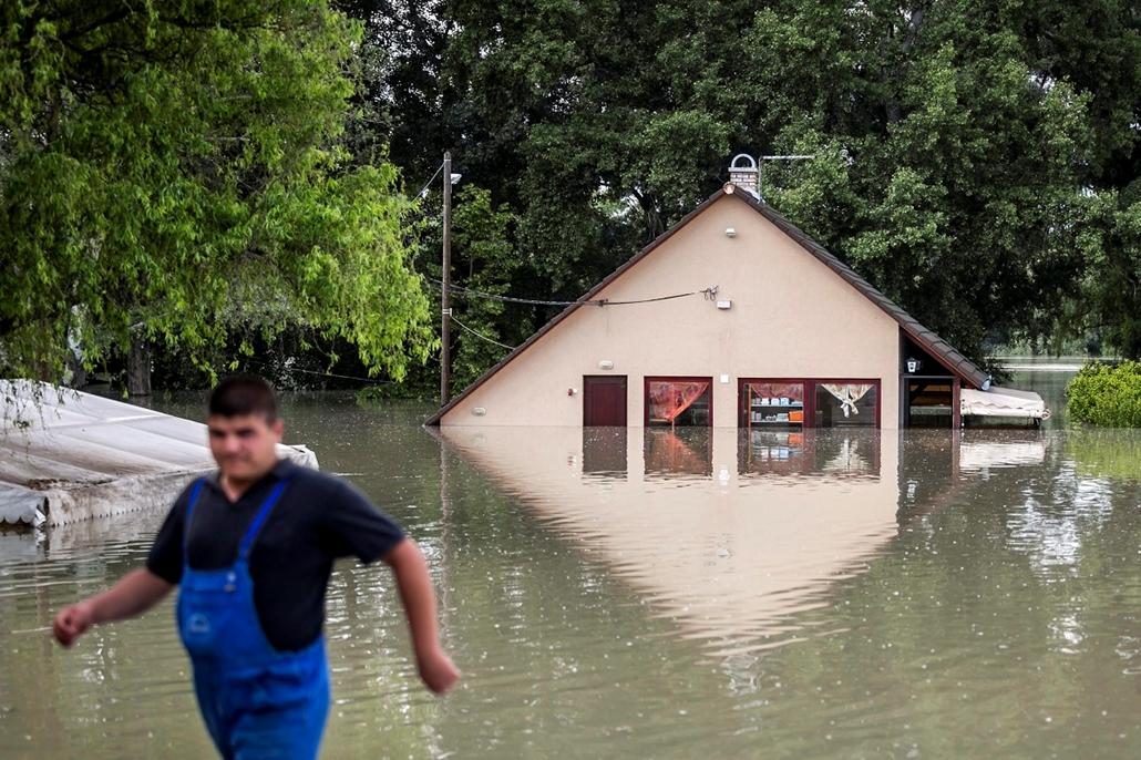 Árvíz 2013, Duna árvíz, június 8. Áradás Dunabogdánynál