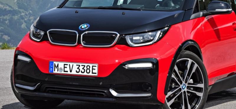 Ilyen egy ütős elektromosautó-kedvezmény: 5 millió forinttal olcsóbb a BMW i3