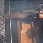 Sokkoló videó: mozgólépcsőbe szorult, súlyosan sérült szerelőt mentettek