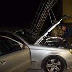 Ilyen trükkös autólopást már rég láttunk, de lebuktak a tolvajok a magyar határon