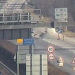 Fékezés nélkül hajtott egyenesen a lezárásba egy autós az M7-esen – videó