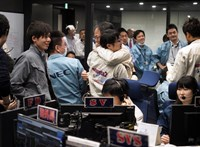 Siker: leszállt a száguldó aszteroidán a japánok űrszondája