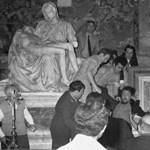 A magyar vandál rongálására emlékeztek a Vatikánban