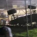 A falra mászva kerülte ki a versenyautós a másikat – videó