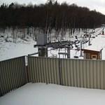 Látványos videón, ahogy egy nap alatt belepi a hó Eplényt