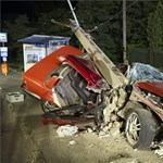 Élve szedték ki az utasokat az éjjel rommá tört kocsiból – fotók