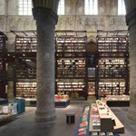 Gótikus templomból könyvesbolt