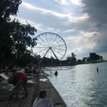 Éjszakai sötétségként borult délután a vihar a Balatonra – fotó