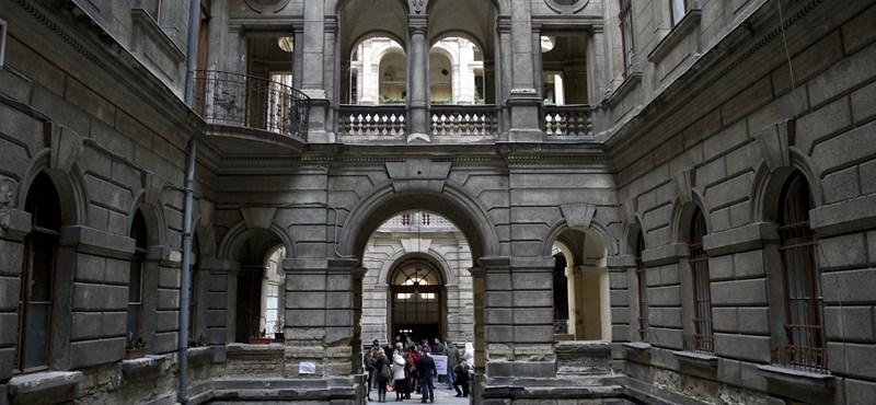 A lakók fejére dől az elpanamázott Kodály köröndi palota