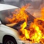 Ezért kellene tűzoltó készülék minden autóba