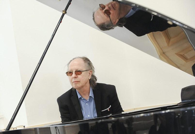 Önmagát mindig is szomorú zenésznek tartotta – Balázs Fecóra emlékezünk