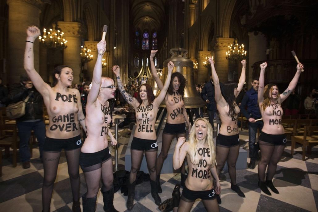 """Lemondott a pápa, A párizsi Notre Dame-ban """"ünnepeltek"""" a Femen félmeztelen aktivistái"""