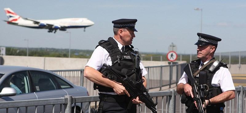 Rendőrök figyelik a Forma-1-es pilótákat, fegyveres támadástól tartanak
