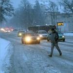 Dühös arcát mutatja a tél, káosz van az utakon