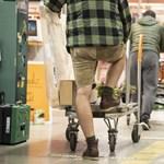 Az idősek vásárlási sávjának nincs nyoma, a maszkviselés marad