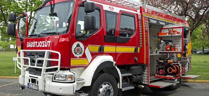 Fotók: Magyar fejlesztésű Rába tűzoltóautókat kapott a katasztrófavédelem