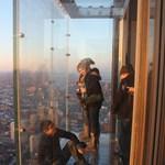 Valóra vált a tériszonyosok rémálma egy felhőkarcolóban