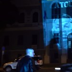 A Csillag börtön falára vetítette Orbán és Mészáros portréját Jakab Péter
