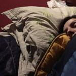 Csináltak egy kütyüt a tudósok, amivel kamera nélkül is látják, milyen pózban alszunk