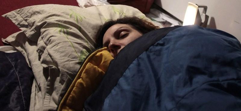 Itt a megdöbbentő különbség 6 és 8 óra alvás között