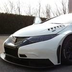 Kigördült a gyárból Michelisz Norbi Honda Civic WTCC-je – fotók
