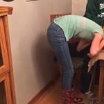 Halloweeni tököt húzott a fejére a lány, megbánta: videó
