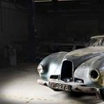 30 évig rohadt egy garázsban a ritka Aston Martin - fotók