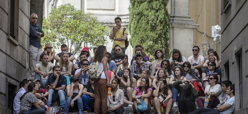 A túlzott turistaáradattól félti Budapestet a KPMG