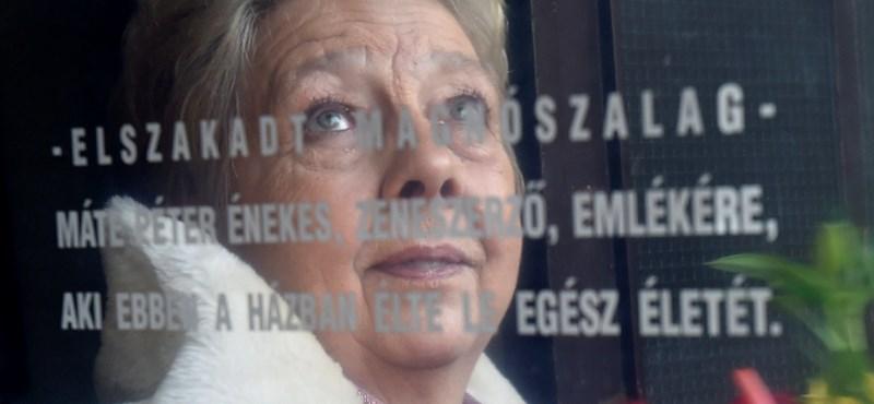 Elszakadt magnószalag: 70 éves lenne Máté Péter, felavatták az emléktábláját – fotók
