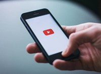 Összefogtak a videósok, diszkrimináció miatt perlik a YouTube-ot és a Google-t